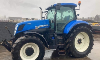 NEW HOLLAND T7-235 TRACTOR